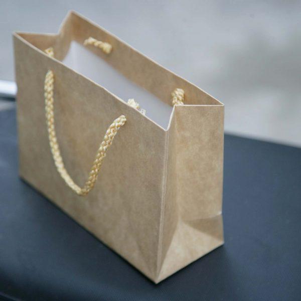 Túi giấy có sẵn