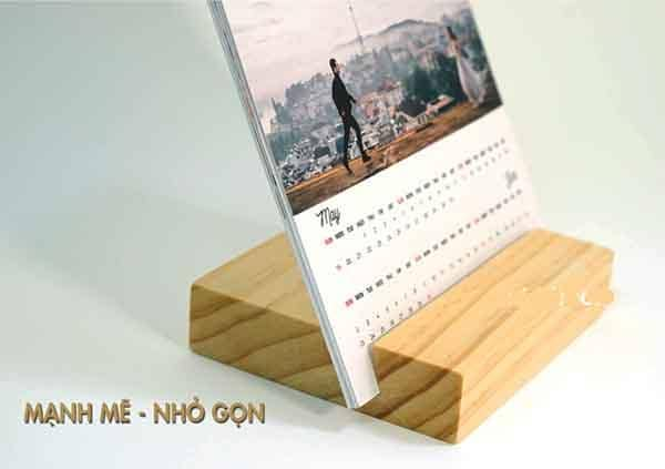 Đế lịch bàn đế gỗ